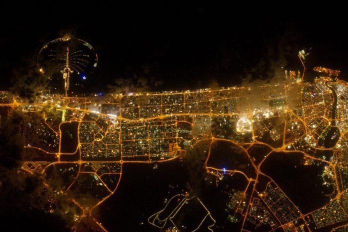 Ночной Дубай (ОАЭ) - снимок NASA