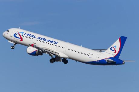 В Дубае стюардесса выпала из самолета из-за ошибки водителя трапа