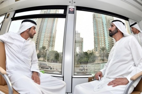 Правитель Дубаи на первом трамваи в ОАЭ