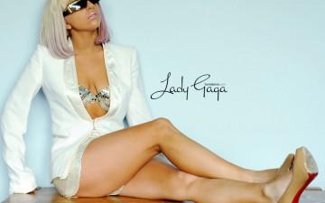 Lady Gaga в Дубаи пообещала не раздеваться на сцене