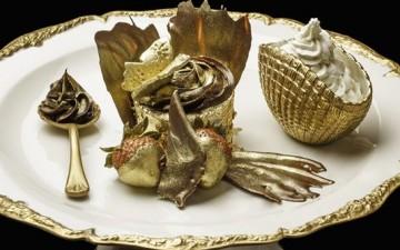 В одном из кафе Дубаи подают на десерт золотой кекс