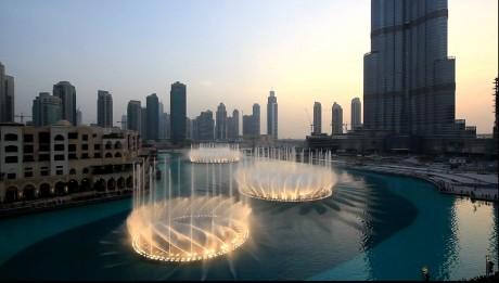 Поющий фонтан в Дубае фото