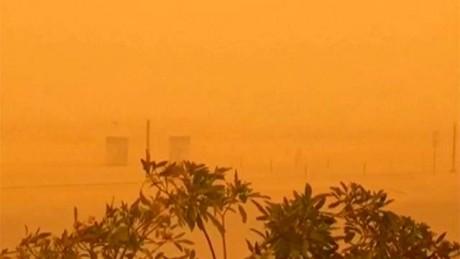 Песчаная буря превратила Дубаи