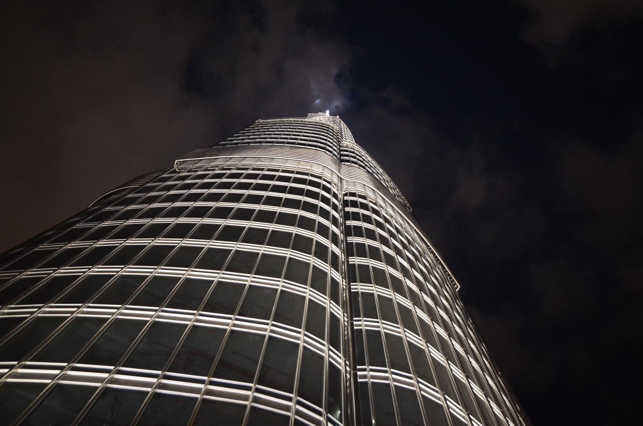Вид со смотровой площадки 148-й этаж, но в верх