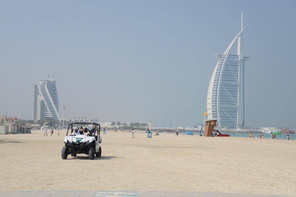 На пляжах Дубая появится полиция на багги