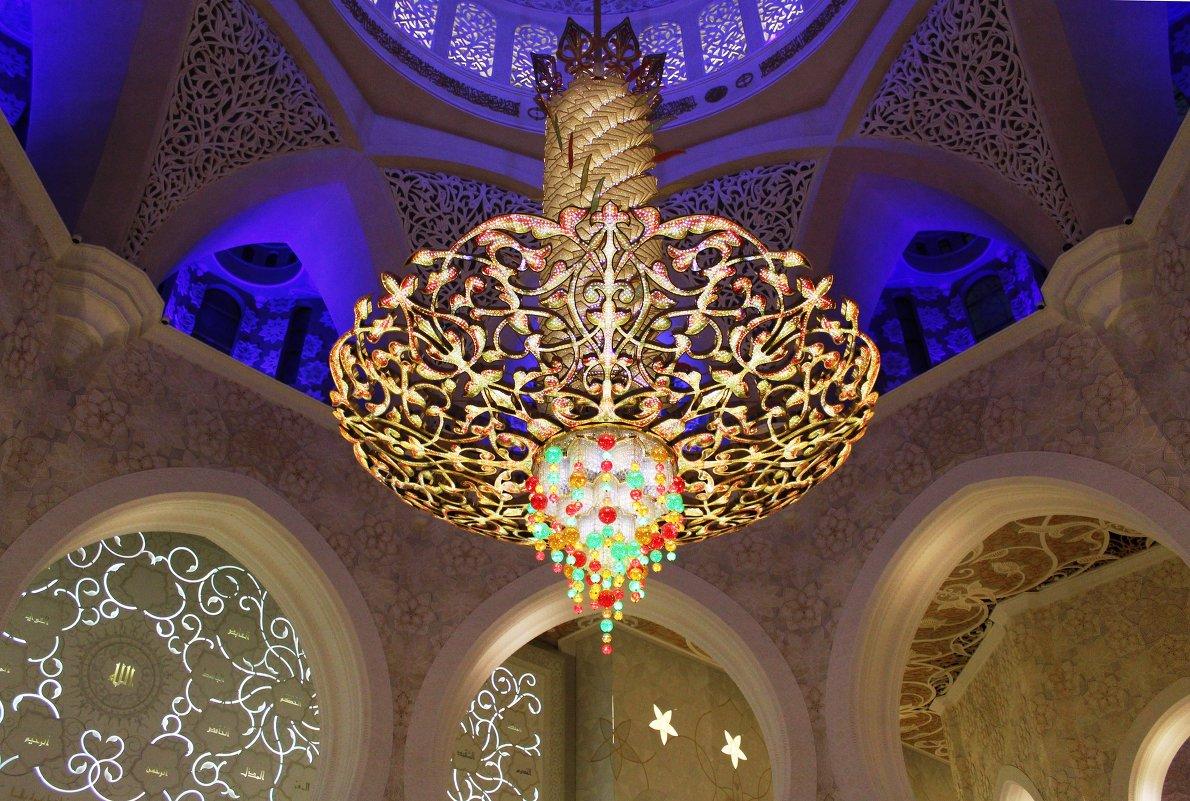 люстра в мечети шейха Заида