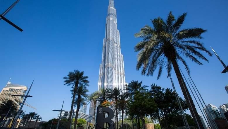 Уникальный шрифт Дубая вдохновил на создание гигантских букв в городе