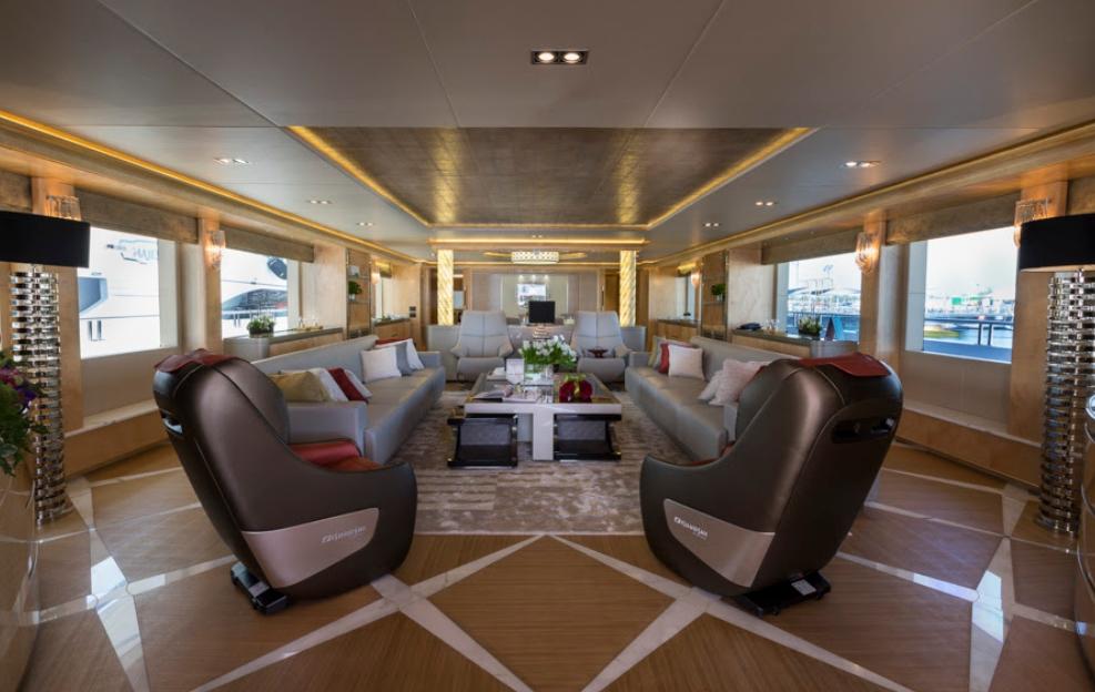 В ОАЭ спустили на воду роскошную яхту