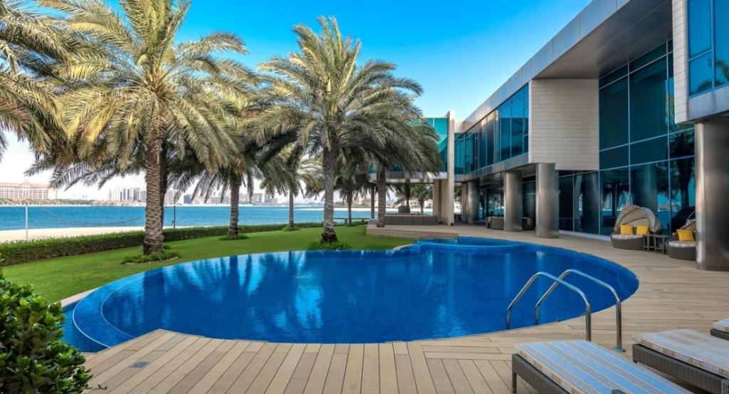 В Дубае выставлена на продажу роскошная вилла с кинотеатром и ночным клубом