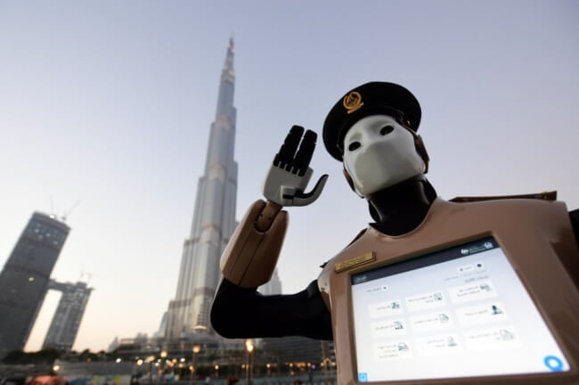 роботы в Дубае