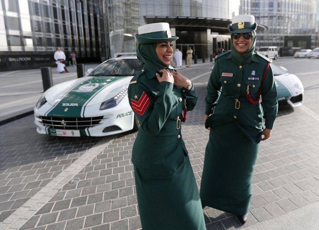 женщины в Дубае