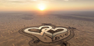 В Дубае появилось озеро в виде двух сердец